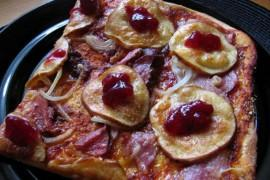 Pizza po góralsku z plasterkami oscypka