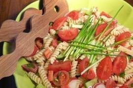 Jedz na zdrowie – wiosenna sałatka z makaronem Czanieckim
