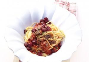 Spaghetti z żurawinowym sosem Bolognese