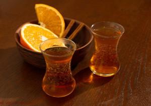 10 pomysłów na rozgrzewającą herbatę – idealne na ZIMĘ!