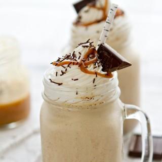 Karmelowo-waniliowy milkshake