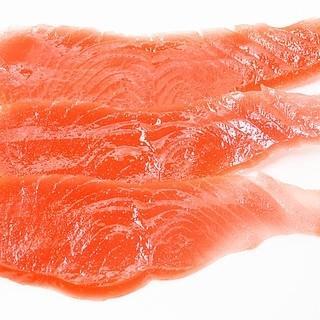Kuchenne triki: ściąganie skóry z łososia