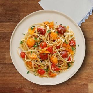 Szybkie spaghetti z mozzarellą i pomidorkami cherry