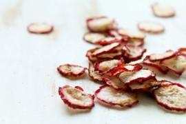 Chrupiące chipsy z rzodkiewki