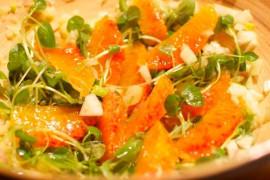 Jesienna sałatka z dynią, orzechami oraz komosą ryżową