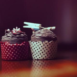 Brownie cupcakes z suszonymi malinami