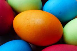 Czym zafarbować jajka wielkanocne? Oto naturalne barwniki