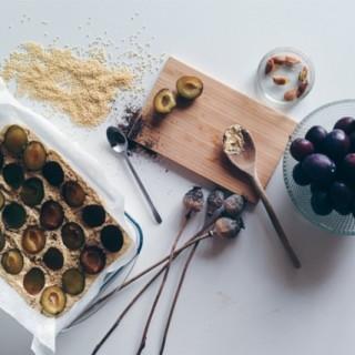 Ciasto drożdżowe z makiem i śliwkami