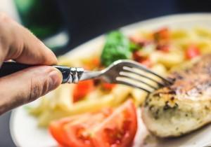 5 rzeczy, których nigdy nie powinno się robić zaraz po posiłku!