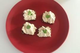 Pasta serowo – tuńczykowa z lubczykiem