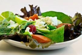 8 sposobów na urozmaicenie wiosennych sałatek!