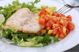 Pyszna ryba gotowana w wywarze