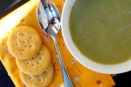 Kremowa zupa z bobu + krakersy