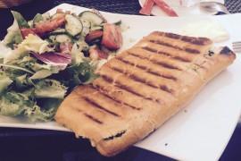 Włoskie panini ze szpinakiem i camembertem