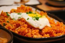 Smażony ryż z curry i jajkiem
