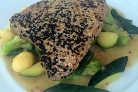 Stek z tuńczyka w sezamie