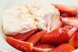 Jak zrobić domowe lody truskawkowe?