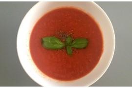 Chłodnik na dwa sposoby: ostre gazpacho i łagodny pomidorowy