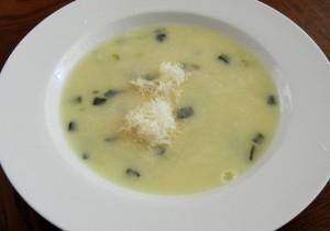 Śródziemnomorska zupa krem z oliwek