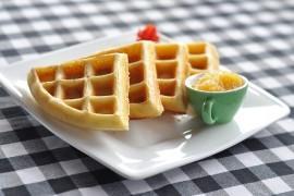 Pomysł na słodkie śniadanie: domowe gofry!
