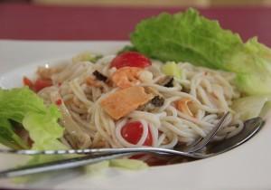 Makaron z pomidorami i owocami morza