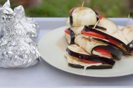Szaszłyki z bakłażana, sera i papryki
