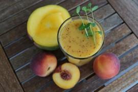 Pyszny smoothie z brzoskwini, mango i pietruszki!
