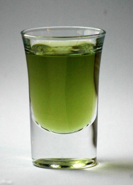 Schnapsglas_grüner_Chartreuse