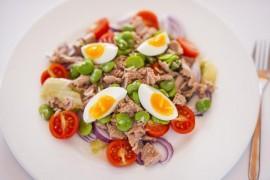 Sałata z bobem, tuńczykiem i jajkiej + paprykowy dressing