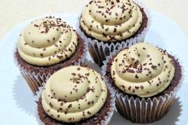 Czekoladowe cupcakes z masłem orzechowym!