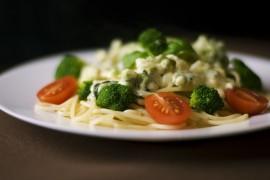 Spaghetti z brokułami w aksamitnym sosie serowym!