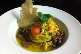 Makaron aglio, olio e peperoncino z wołowiną