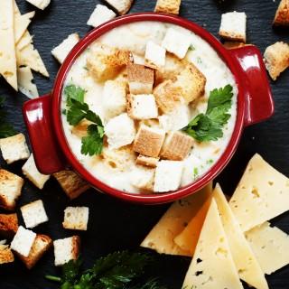 Rozgrzewająca zupa serowa ze świeżą pietruszką!