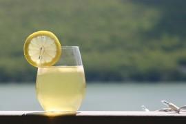 Wzmacniający sok 100% z jabłek, cytryn i imbiru