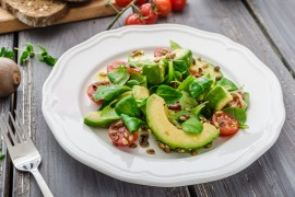 Sałatka warzywna z awokado