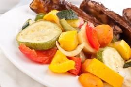 Żeberka duszone w warzywach