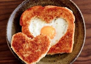 4 pomysły na WALENTYNKOWE śniadanie we dwoje
