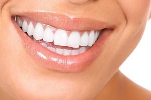 6 naturalnych produktów, które wzmacniają zęby i dziąsła