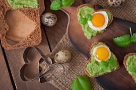 Wiosenne kanapki z zieloną pastą