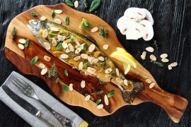 Wielkanocny obiad à la Pascal Brodnicki: Pstrąg w białym winie z grzybami i migdałami