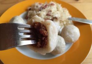 Domowe pyzy ziemniaczane z mięsem – najlepsze!