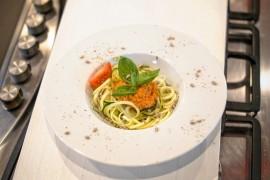 Spaghetti z łososiem i cukinią