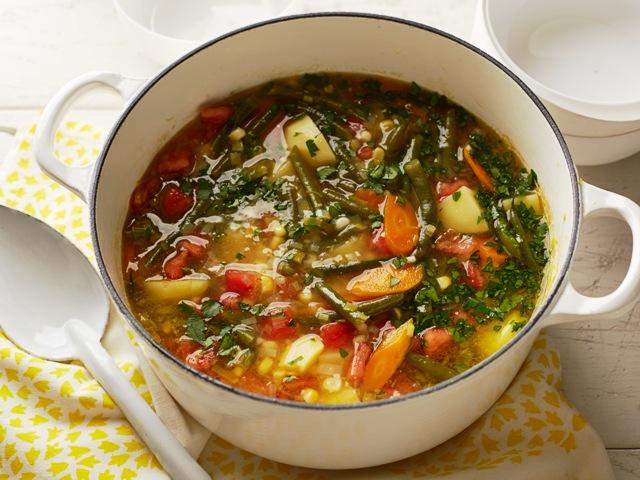 Lekka zupa warzywna – według przepisu EWY WACHOWICZ | Palce