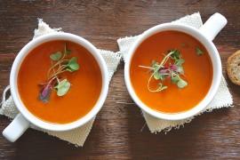 Zupa pomidorowa z koperkiem i podwójną dawką czosnku