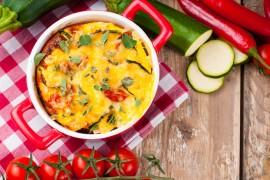 Zapiekanka kukurydziana z serem i pomidorami