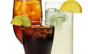 Prosty drink z Malibu i colą