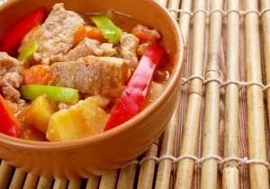 Hiszpańskie danie jednogarnkowe: kaldereta z wołowiny