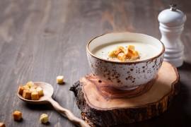 Kremowa zupa z korzenia pietruszki