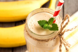 WYZWANIE śniadaniowe [dzień 1.] – bananowe smoothie z płatkami owsianymi