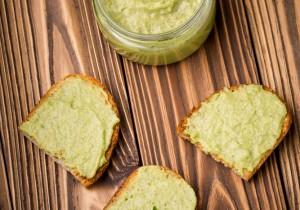 Pasta do kanapek z zielonego groszku i awokado